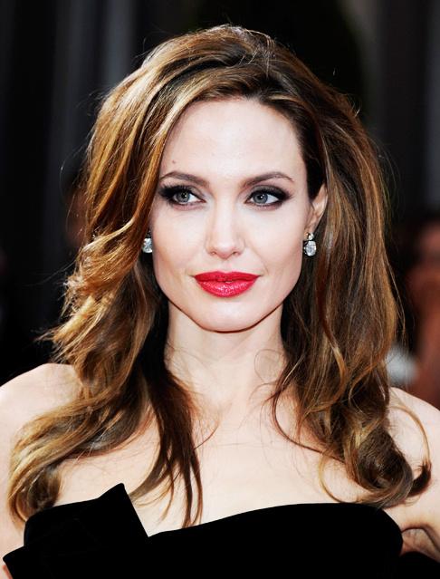 <center><b>Джоли обзавелась новыми татуировками</center></b>
