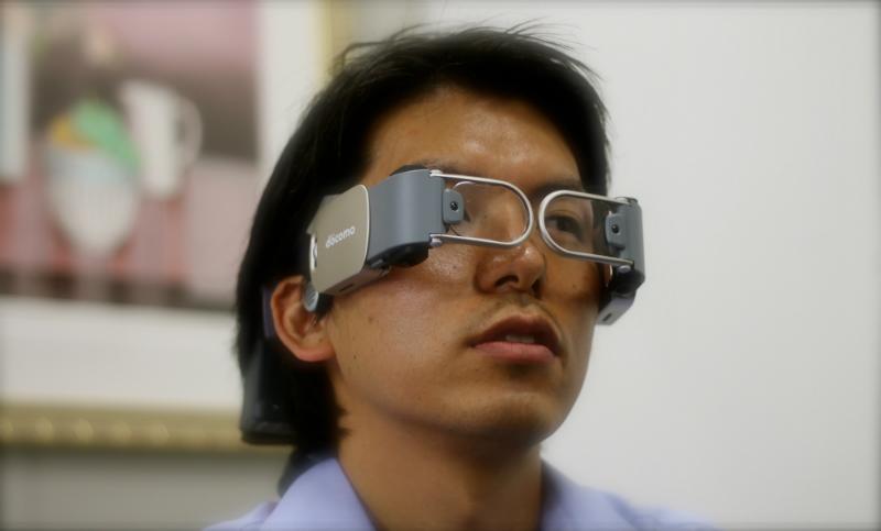 <center><b>Японские очки для смартфонов держатся на скулах</center></b>