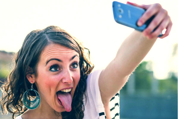 <center><b>Телефоны британцев портят их улыбки</center></b>