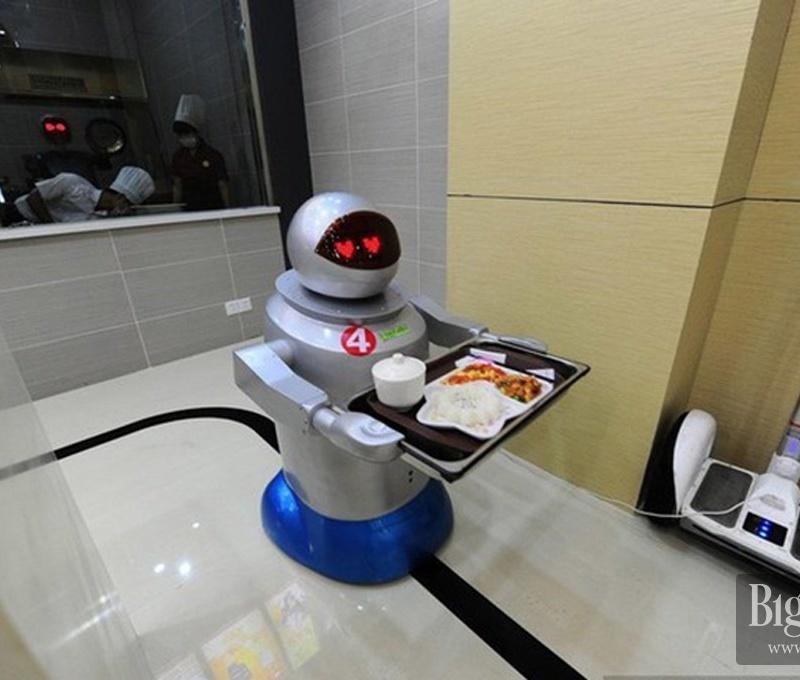 <center><b>Китайский ресторатор нанял поваров-роботов</center></b>