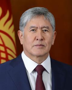 <center><b>Президент Киргизии стал популярным певцом</center></b>