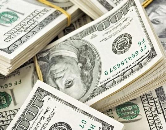Китаец подарил своей даме букет из денег