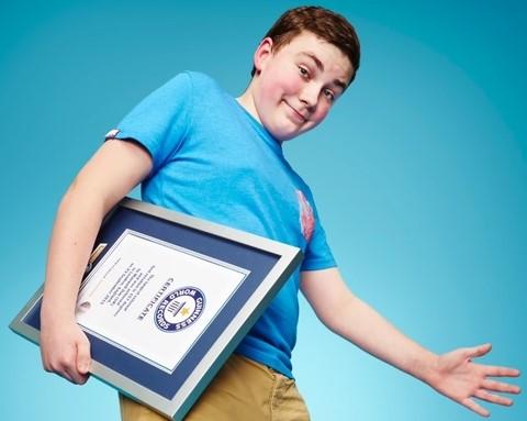 Подросток повернул ноги на рекорд Гиннесcа (видео)