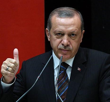 Эрдоган подарил Маску книгу с собой на обложке