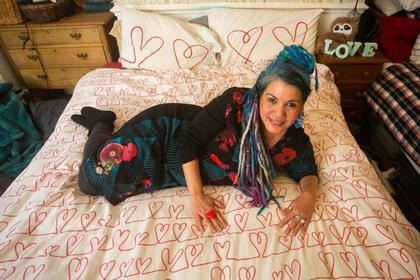 Жительница Британии выйдет замуж за одеяло