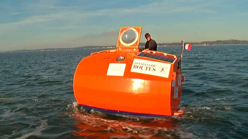 Французский пенсионер переплыл океан в бочке