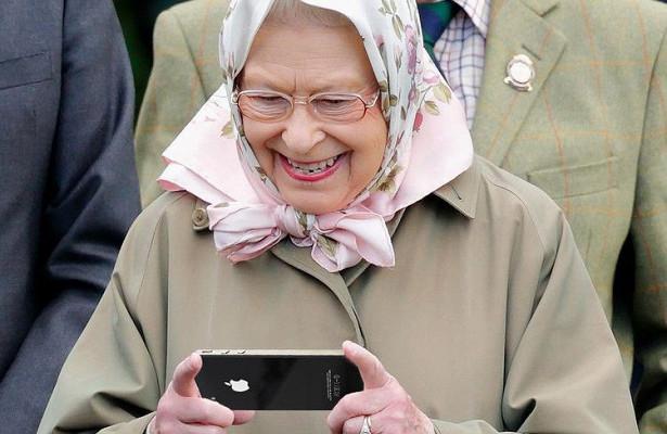 Королева Елизавета II ищет SMM-специалиста