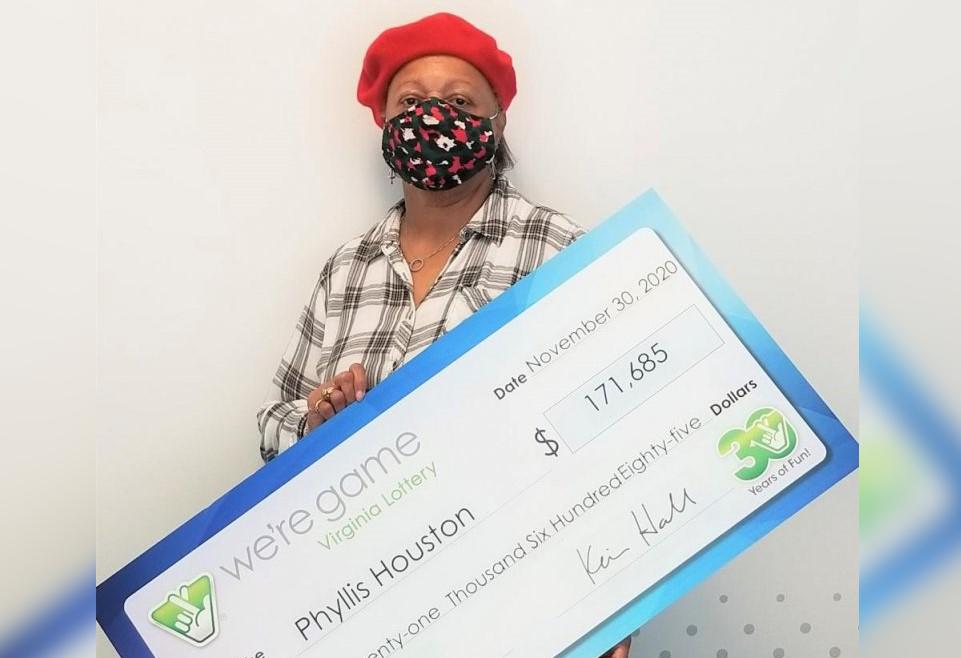 Американка выиграла кучу денег благодаря сгоревшей гирлянде
