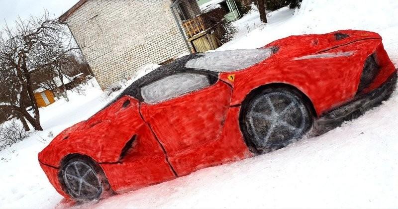 Два друга из Литвы слепили снежный Ferrari