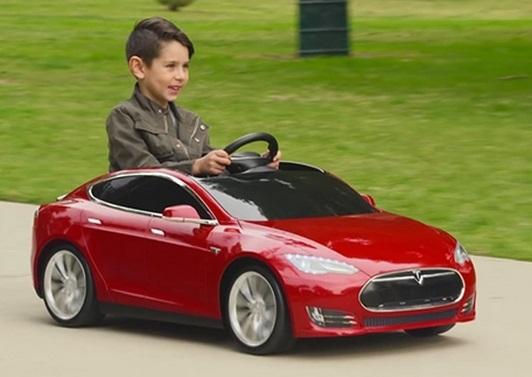 <center><b>Китаянка попала под игрушечный автомобиль</center></b>