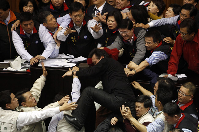 <center><b>Депутаты из Южной Кореи установили рекорд</center></b>