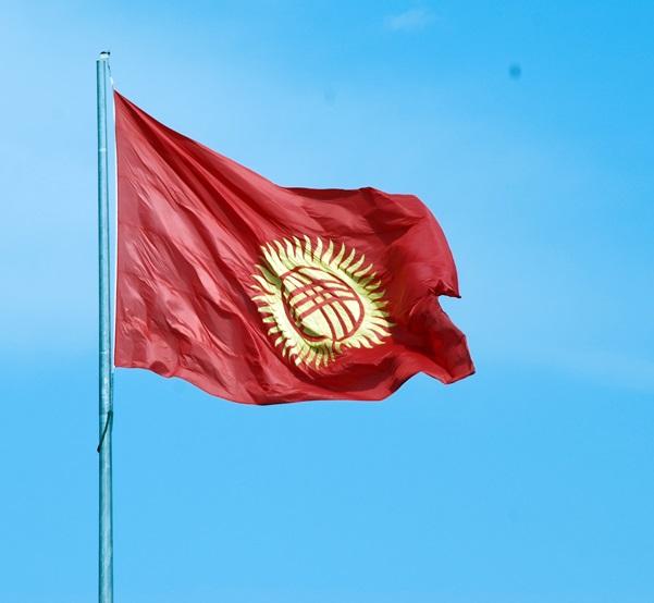 <center><b>В Киргизии создали флаг из гвоздей и ниток</center></b>